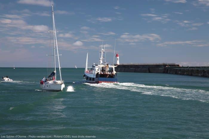 bateau-de-peche-partant-en-campagne-IMG_9152