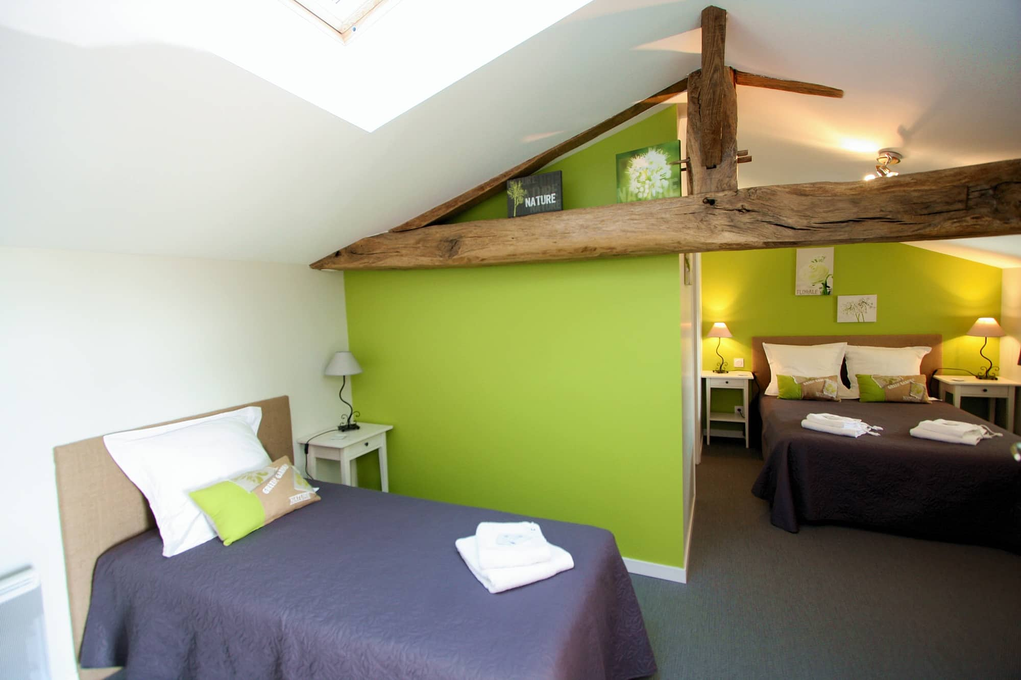 chambre marron et vert
