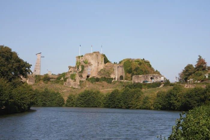 Chambre d'hotes tiffauges visiter le château