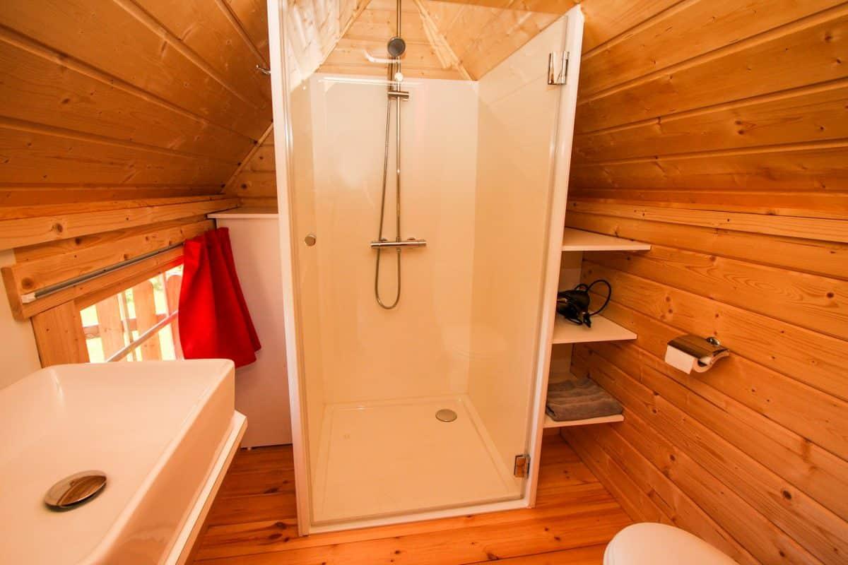 Kota finlandais hébergement atypique salle d'eau et wc
