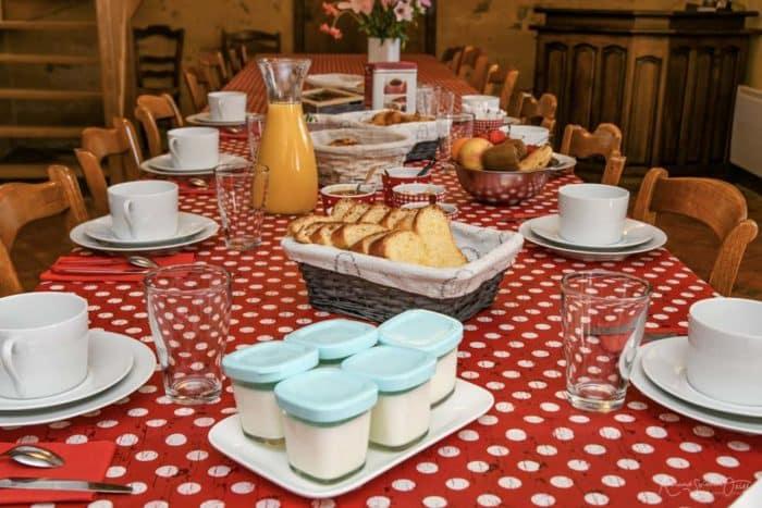 Petit déjeuner des chambres d'hotes de la Courillere avant d'aller au Puy du Fou