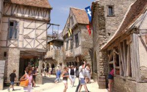 La Cité Médiévale - Entre les spectacles du Puy du Fou et villages d'époque